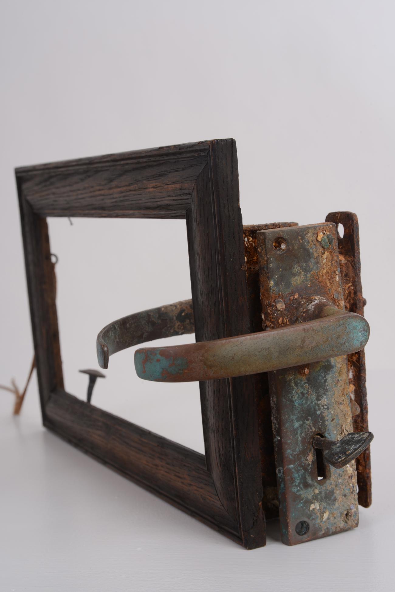 atomic-equilibrium-lock-end-detail